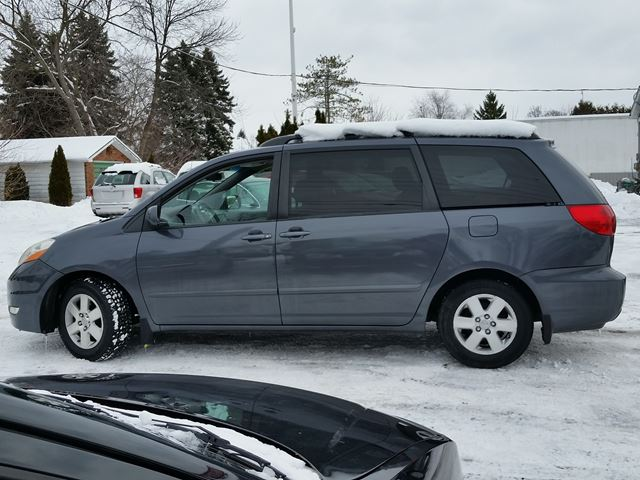 2008 toyota sienna ce oshawa ontario used car for sale. Black Bedroom Furniture Sets. Home Design Ideas