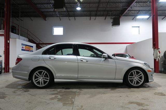 2014 mercedes benz c class c300 4matic low kms for Mercedes benz c300 4matic 2014 price
