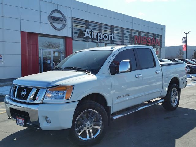 2015 nissan titan sl silver airport nissan. Black Bedroom Furniture Sets. Home Design Ideas