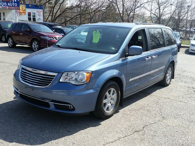 2012 chrysler town and country touring mississauga ontario used car for sale 2705458. Black Bedroom Furniture Sets. Home Design Ideas