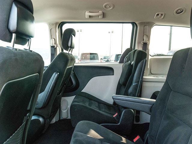 2015 dodge grand caravan full stow and go with dvd barrie ontario used car for sale 2707507. Black Bedroom Furniture Sets. Home Design Ideas