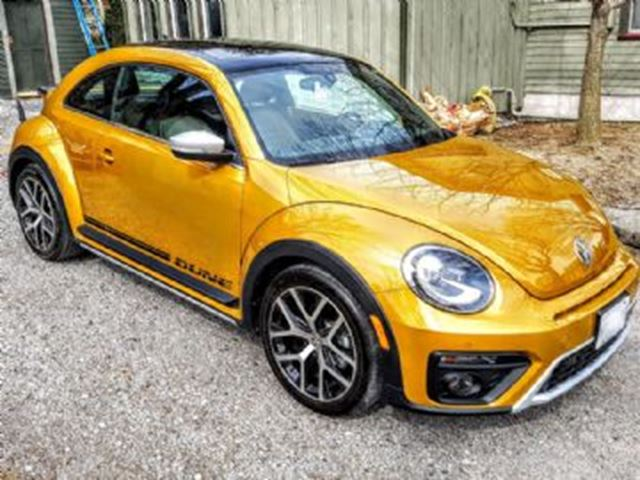 2016 Volkswagen New Beetle  2dr Cpe Auto Dune in Mississauga, Ontario