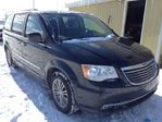 2014 Chrysler Town and Country           in Innisfil, Ontario