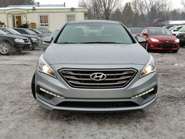 2015 hyundai sonata 2 4l sport rockland ontario used car for sale 2709534. Black Bedroom Furniture Sets. Home Design Ideas