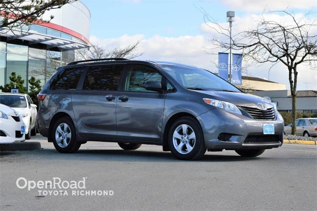 2015 toyota sienna 5dr mini van bluetooth back up cam. Black Bedroom Furniture Sets. Home Design Ideas