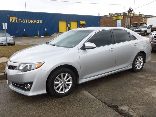2012 toyota camry se toronto ontario car for sale 2711026. Black Bedroom Furniture Sets. Home Design Ideas