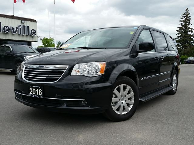2016 chrysler town and country touring running boards back up camera belleville ontario used. Black Bedroom Furniture Sets. Home Design Ideas