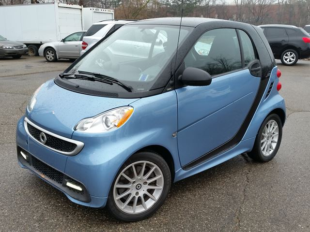 2013 smart fortwo with navi and glass roof low payments. Black Bedroom Furniture Sets. Home Design Ideas