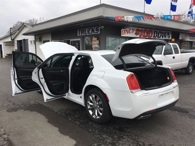 2016 chrysler 300 superior luxury wow 33000kms welland ontario car for sale 2712318. Black Bedroom Furniture Sets. Home Design Ideas