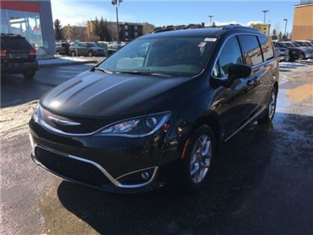 2017 CHRYSLER PACIFICA Touring-L Plus-Leather Heated Seats, Remote Start in Okotoks, Alberta