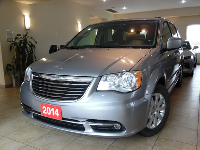 2014 CHRYSLER TOWN AND COUNTRY Touring in Toronto, Ontario