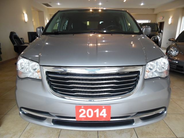 2014 chrysler town and country touring toronto ontario used car for sale 2714580. Black Bedroom Furniture Sets. Home Design Ideas