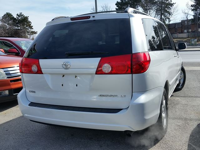 2006 toyota sienna scarborough ontario used car for sale 2715569. Black Bedroom Furniture Sets. Home Design Ideas