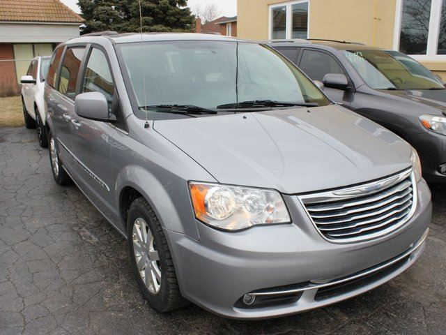 new and used chrysler town and country cars for sale in brampton ontario autocatch. Black Bedroom Furniture Sets. Home Design Ideas