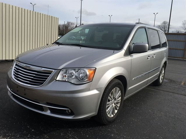 2016 chrysler town and country cayuga ontario used car. Black Bedroom Furniture Sets. Home Design Ideas