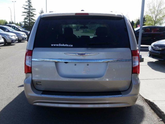 2016 chrysler town and country touring l red deer alberta used car for sale 2719754. Black Bedroom Furniture Sets. Home Design Ideas