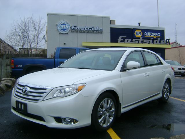 2011 toyota avalon xls oakville ontario used car for. Black Bedroom Furniture Sets. Home Design Ideas