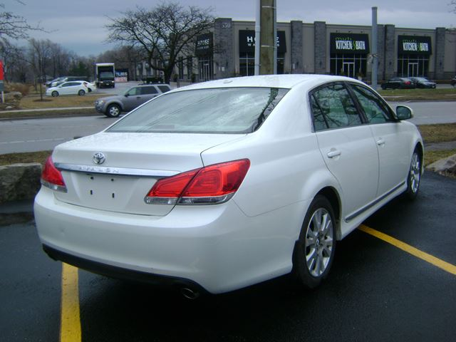 2011 toyota avalon xls oakville ontario used car for sale 2719023. Black Bedroom Furniture Sets. Home Design Ideas