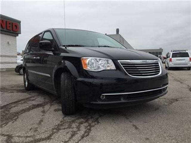 2016 chrysler town and country touring l sunroof leather navi rear camer toronto ontario. Black Bedroom Furniture Sets. Home Design Ideas