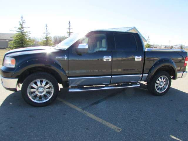 2006 LINCOLN MARK LT 4x4 Crew Cab in Medicine Hat, Alberta