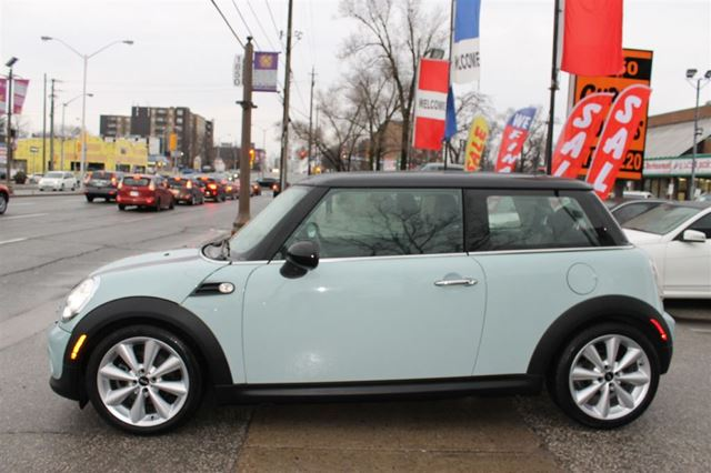 2013 MINI COOPER TECHNOLOGY PKG **NAVI/PANO/AUTOMATIC/ALLOYS** in Toronto, Ontario