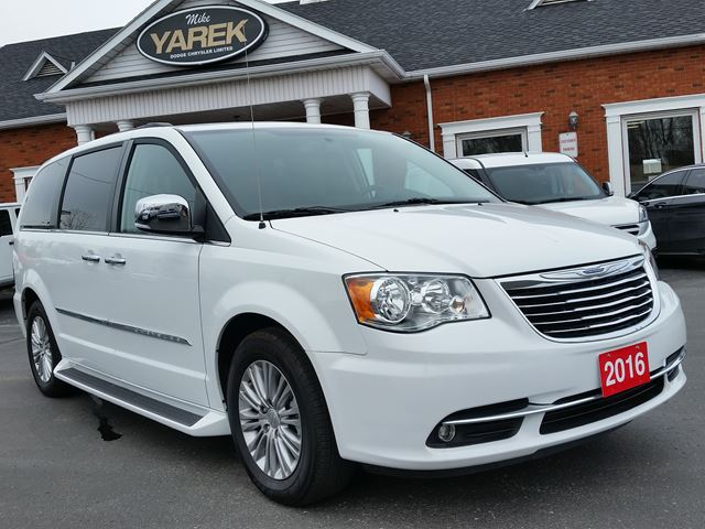 2016 chrysler town and country touring l leather heated seats nav power doors gate remote. Black Bedroom Furniture Sets. Home Design Ideas