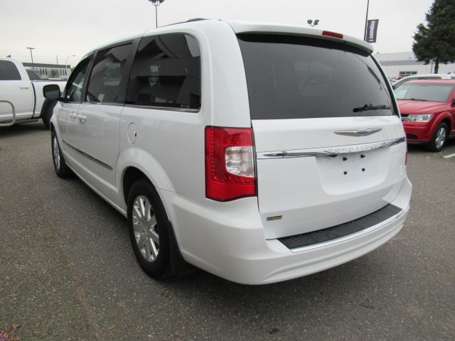 2016 chrysler town and country touring accident free w power sliding doors liftgate rear view. Black Bedroom Furniture Sets. Home Design Ideas