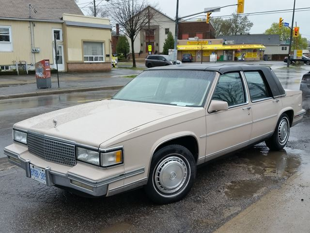 1988 CADILLAC DEVILLE Sedan Deville w/carriage roof option in St Catharines, Ontario