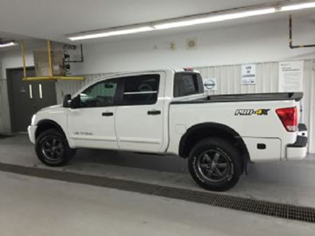 2015 Nissan Titan Crew Cab PRO-4X 4x4, V8, 5.6L Navigation in Mississauga, Ontario