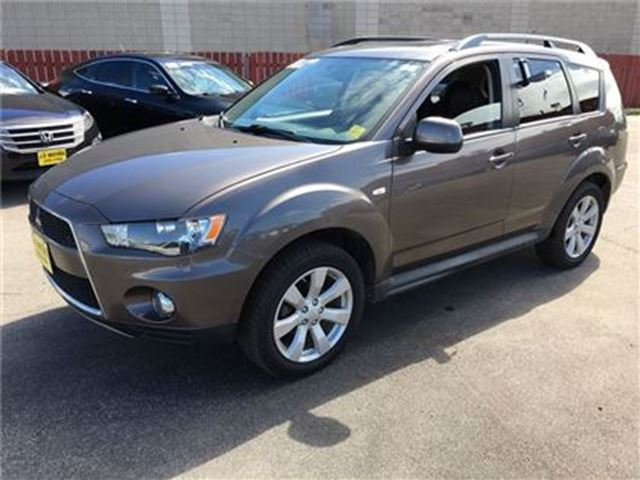 2013 MITSUBISHI OUTLANDER ES, Automatic, Leather, Heated Seats, 4wd in Burlington, Ontario