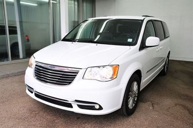 2016 chrysler town and country touring l edmonton alberta car for sale 2725995. Black Bedroom Furniture Sets. Home Design Ideas