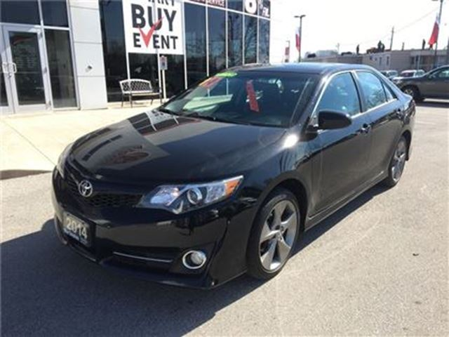2014 toyota camry se loaded burlington ontario used car for sale 2728488. Black Bedroom Furniture Sets. Home Design Ideas