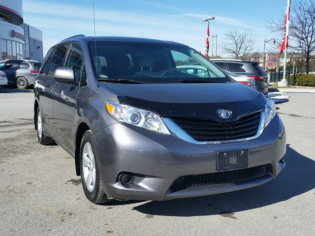 2014 toyota sienna le aurora ontario car for sale 2728553. Black Bedroom Furniture Sets. Home Design Ideas