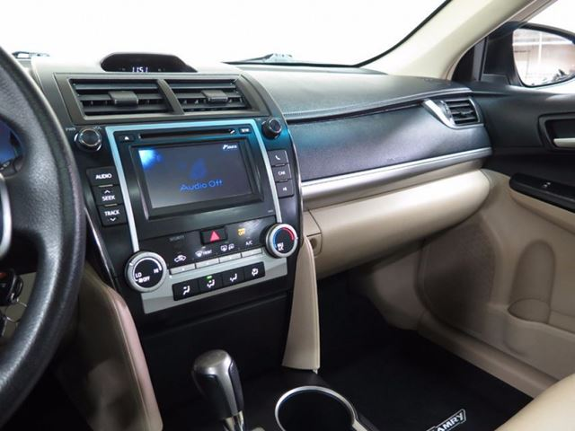 2013 toyota camry backup camera leather sunroof alloys north york ontario used car for sale. Black Bedroom Furniture Sets. Home Design Ideas