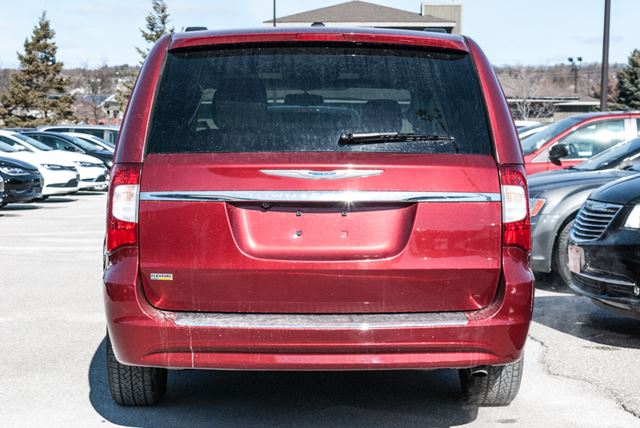 2016 chrysler town and country touring l barrie ontario used car for sale 2729249. Black Bedroom Furniture Sets. Home Design Ideas