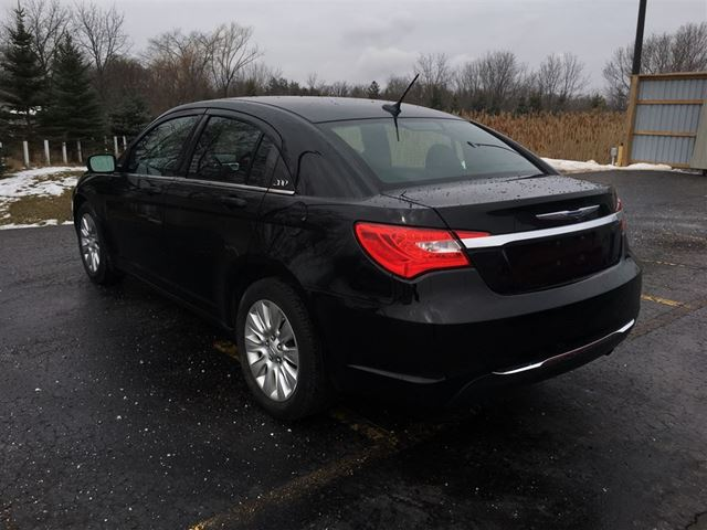 2013 chrysler 200 lx cayuga ontario used car for sale 2731218. Black Bedroom Furniture Sets. Home Design Ideas