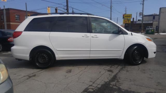 2008 toyota sienna le hamilton ontario used car for. Black Bedroom Furniture Sets. Home Design Ideas