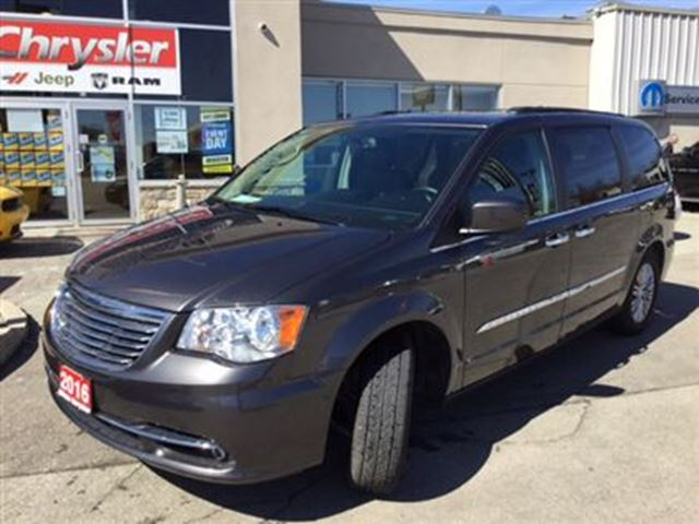 2016 chrysler town and country touring l leather dvd sunroof remote start milton ontario used. Black Bedroom Furniture Sets. Home Design Ideas
