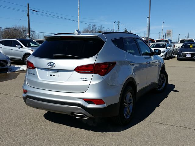 2017 hyundai santa fe se smiths falls ontario used car for sale 2732680. Black Bedroom Furniture Sets. Home Design Ideas