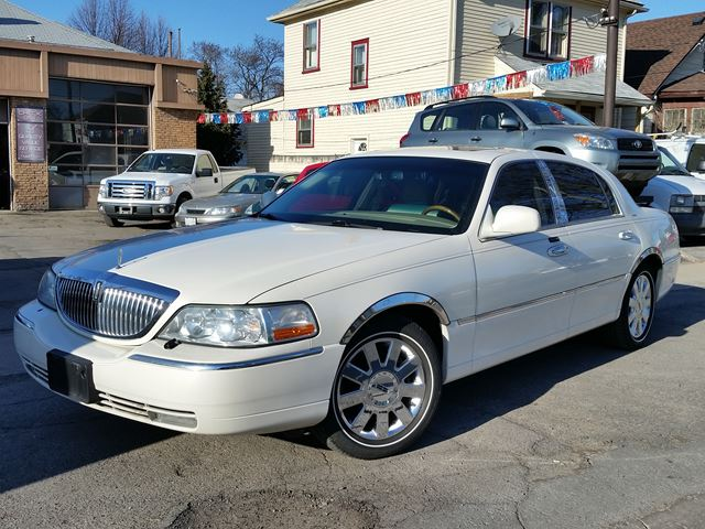 2007 lincoln town car designer rwd ivory courtesy auto sales. Black Bedroom Furniture Sets. Home Design Ideas