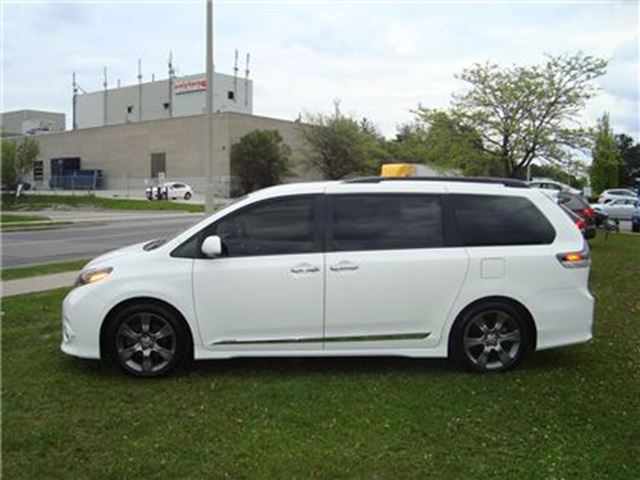 2015 toyota sienna se 8 passenger leather back up. Black Bedroom Furniture Sets. Home Design Ideas