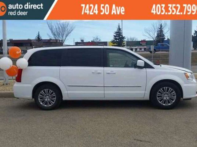 2016 CHRYSLER TOWN AND COUNTRY Touring-L in Red Deer, Alberta