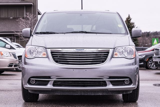 2016 chrysler town and country touring l nav dvd barrie ontario car for sale 2735946. Black Bedroom Furniture Sets. Home Design Ideas
