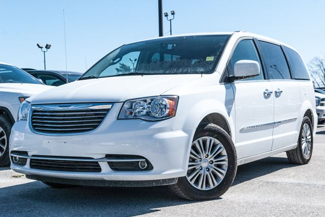 2016 chrysler town and country touring l with nav dvd. Black Bedroom Furniture Sets. Home Design Ideas