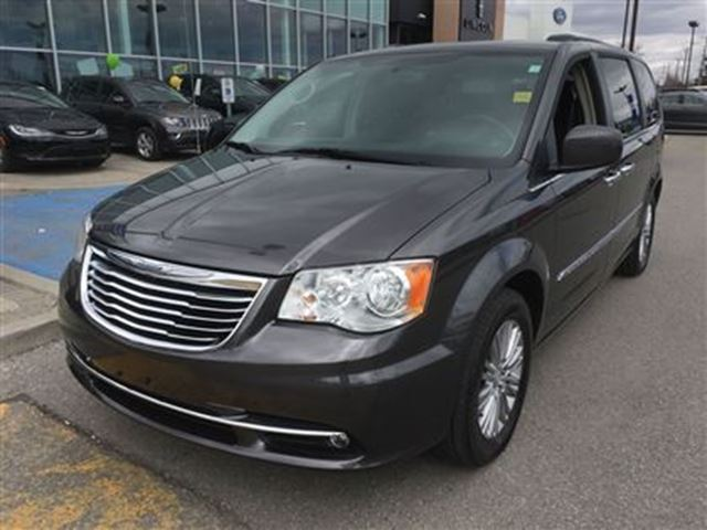 2016 chrysler town and country touring l dual dvd sunroof remote start nav backup pickering. Black Bedroom Furniture Sets. Home Design Ideas