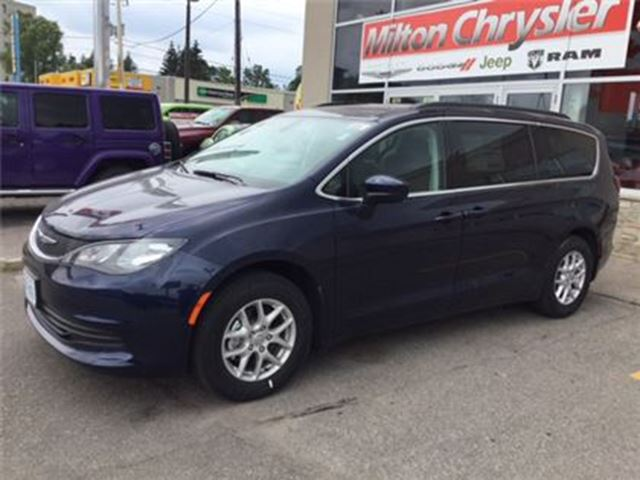 2017 chrysler pacifica lx 0 84 months milton ontario used car for sale 2737034. Black Bedroom Furniture Sets. Home Design Ideas