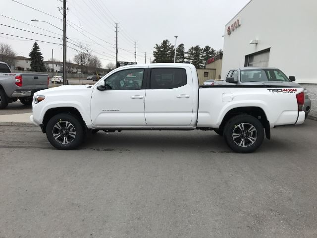 2017 toyota tacoma dbl cab v6 sr5 trd sport upgrd cobourg ontario used car for sale 2737878. Black Bedroom Furniture Sets. Home Design Ideas