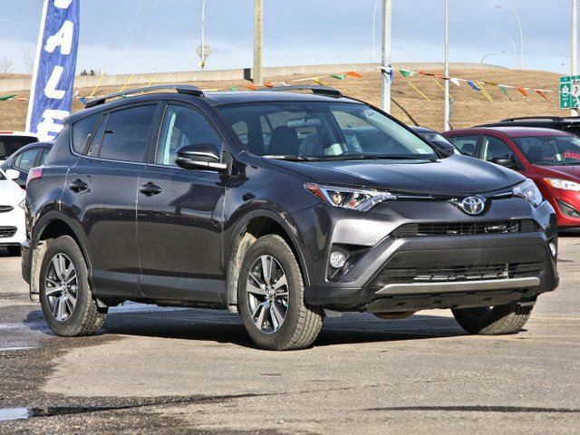 2016 toyota rav4 awd xle 850kms calgary alberta used car for sale 2738489. Black Bedroom Furniture Sets. Home Design Ideas