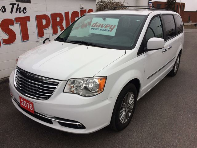 2016 chrysler town and country touring l leather interior navigation sunroof oshawa ontario. Black Bedroom Furniture Sets. Home Design Ideas