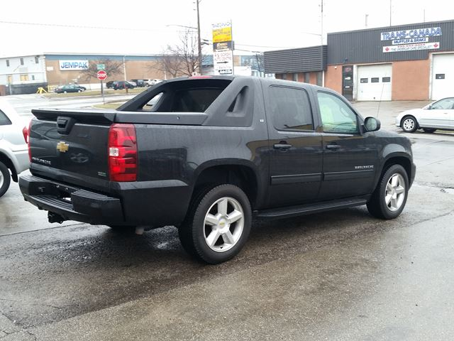 2010 chevrolet avalanche lt oakville ontario car for sale 2740078. Black Bedroom Furniture Sets. Home Design Ideas